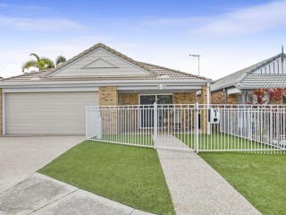 View profile: PERFECT FAMILY ENTERTAINER – NEAT AS A PIN!