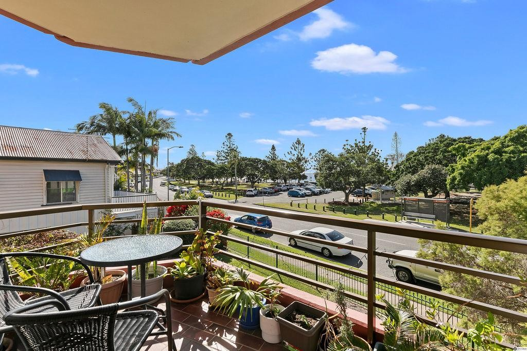 2 BEDROOM UNIT WITH BAY VIEWS – GREAT LOCATION