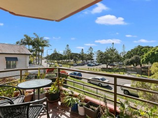 View profile: 2 BEDROOM UNIT WITH BAY VIEWS – GREAT LOCATION