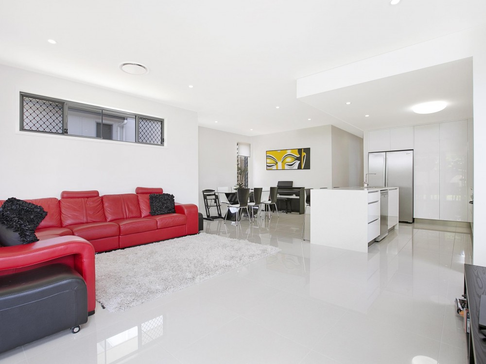 Super Impressive Manly Home With Ducted Air Conditioning - Great Access to Everything