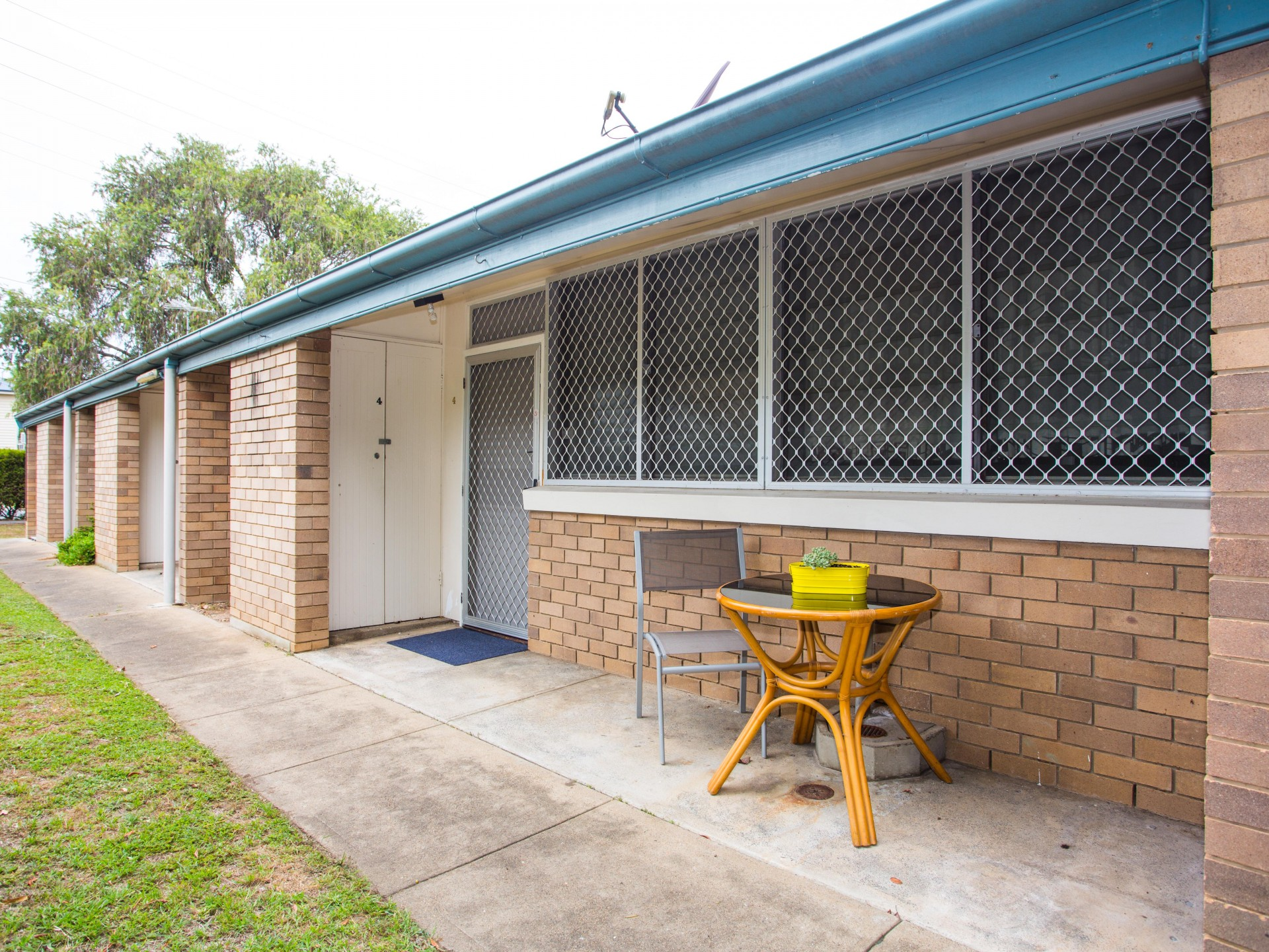 SHORT TERM ACCOMMODATION - Affordable Studio Units - Wynnum
