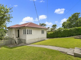 View profile: Charming Family Home - Pets Welcome