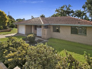 View profile: Freshly Re-painted and Re-carpeted Alexandra Hills Home