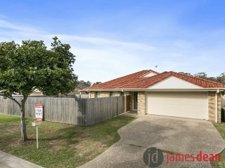 View profile: Four Bedroom Spacious Wynnum West Home - Great Access to Wynnum Plaza