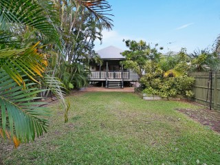 View profile: Gorgeous Home with Tropical Landscaped Gardens