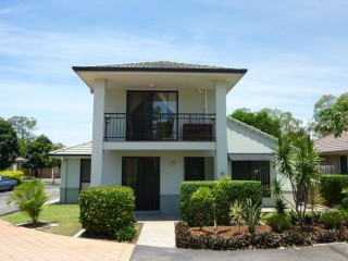 View profile: Freestanding Townhouse With Air Con and Pool in Complex!