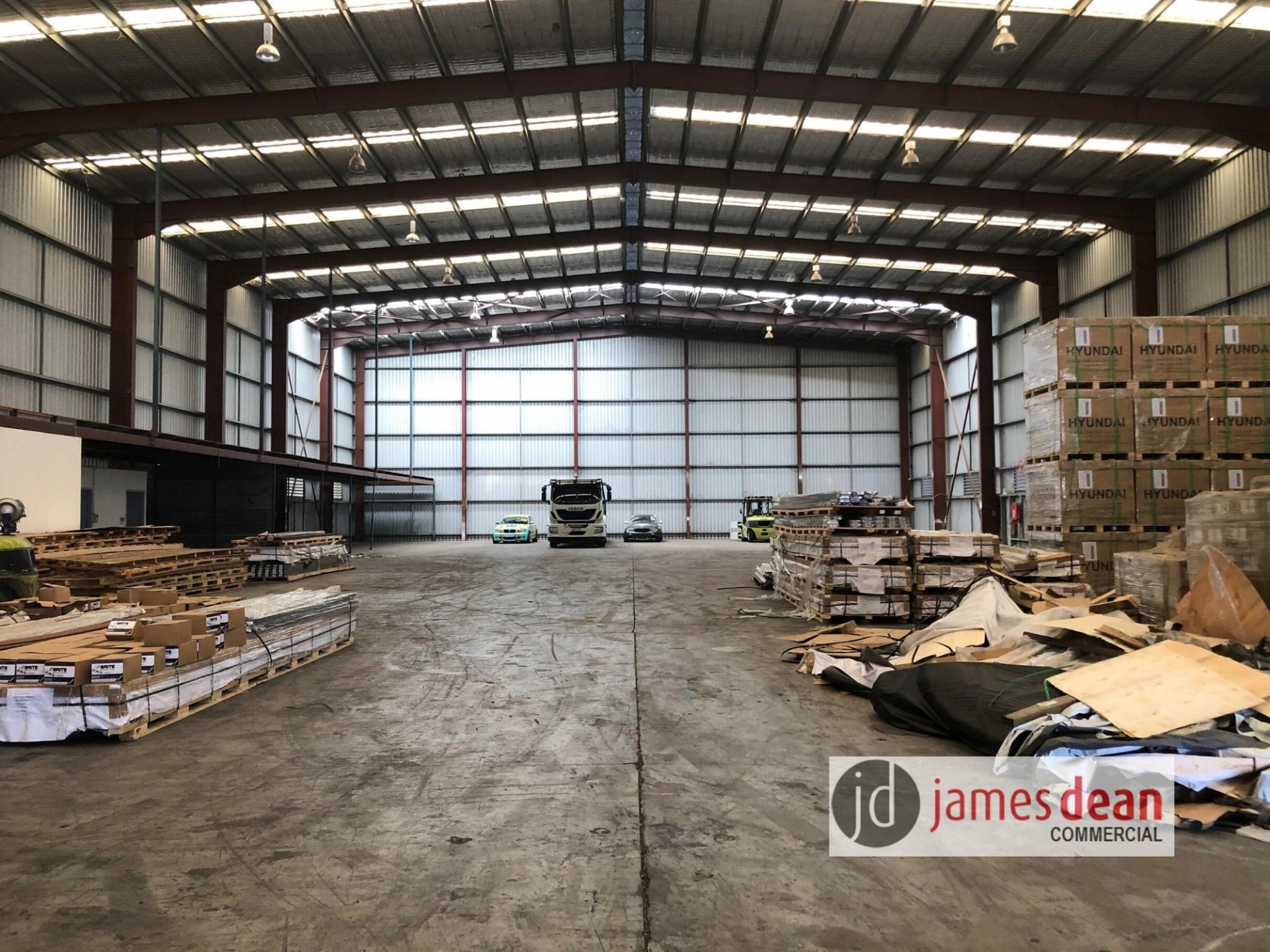 High Clearance Warehouse with Secure Yard