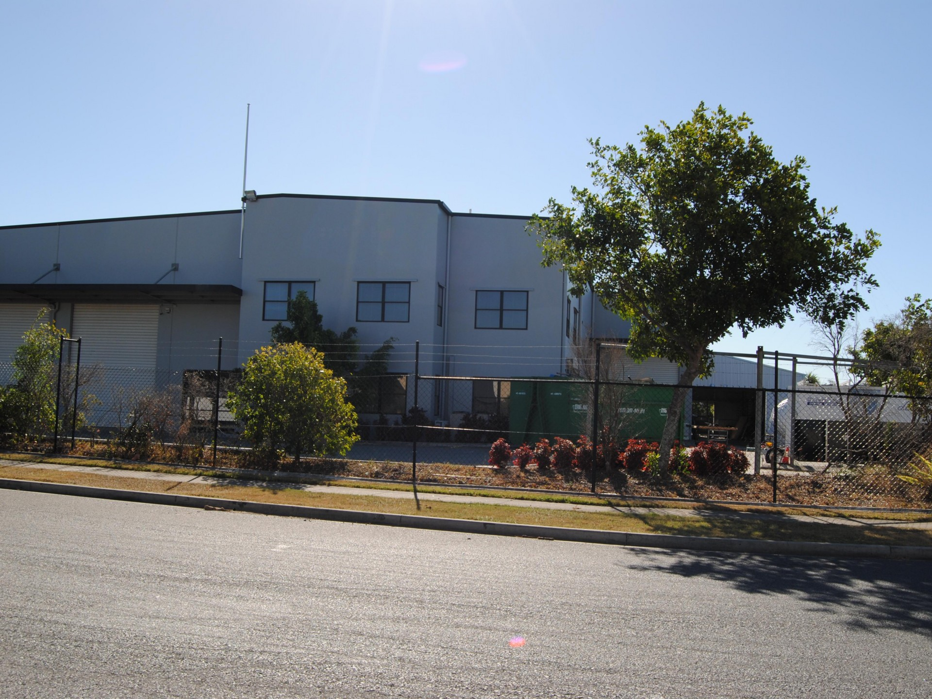 VACANT & READY TO GO - 1,600m2 Freestanding Office / Warehouse