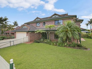 View profile: Huge Five Bedroom House Set In A Great Evelvated Location