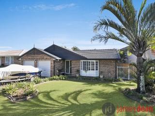 View profile: Fantastic Tingalpa Family Home With Inground Pool & Solar Panels