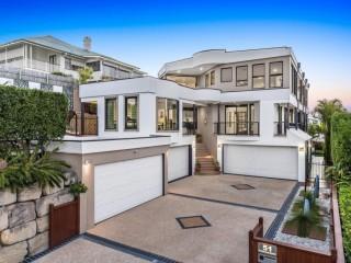 View profile: Prestigious Wynnum Residence with Uninterrupted Bay Views