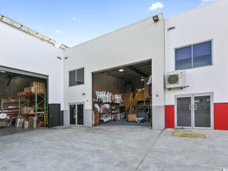 View profile: 132m2 Modern Tilt Slab Office Warehouse - Capalaba