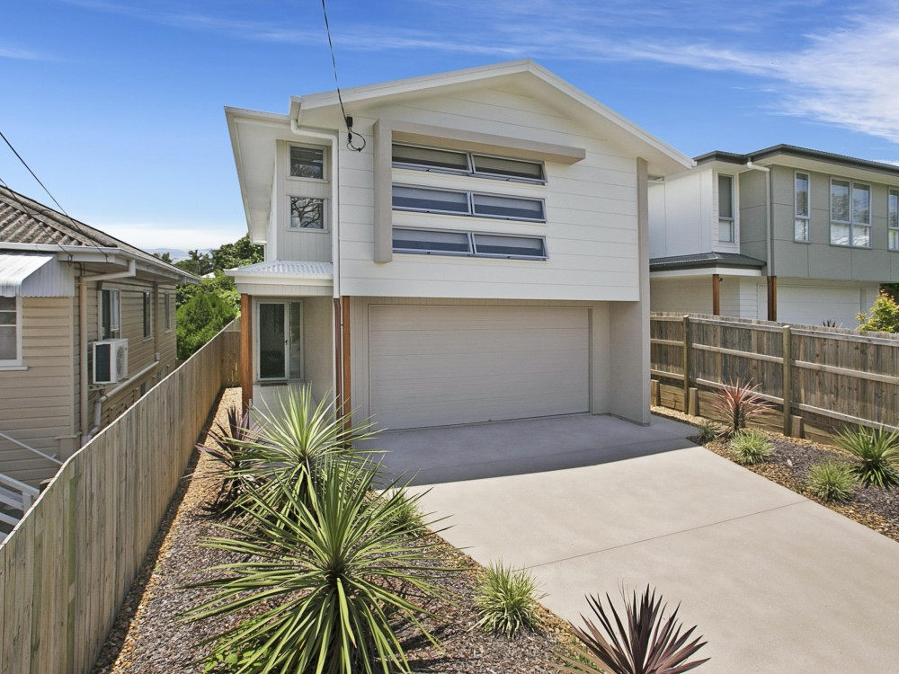 Impressive Manly Home With Ducted Air Conditioning - Great Access to Everything