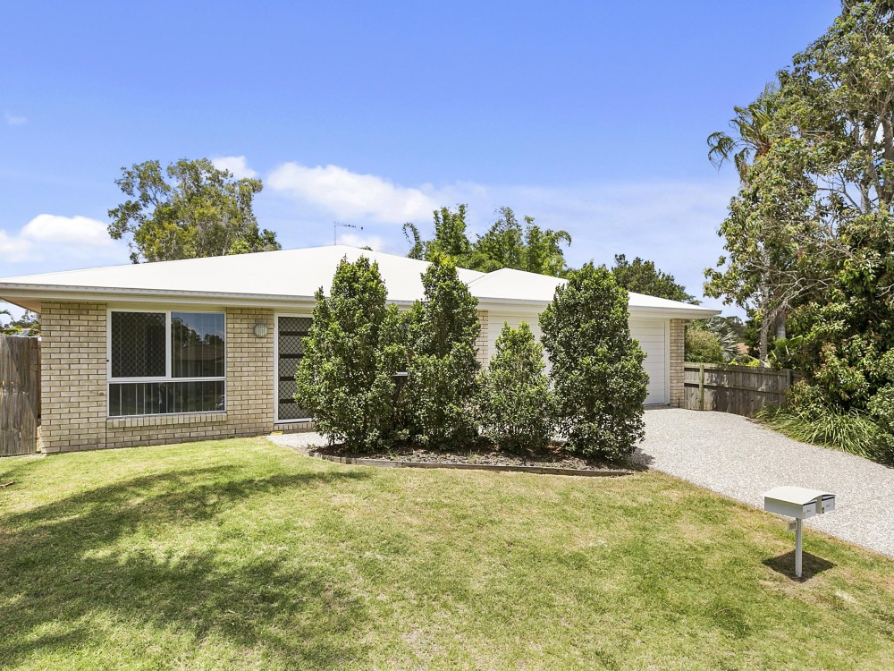 Near New Three Bedroom Semi Detached House In Wynnum West