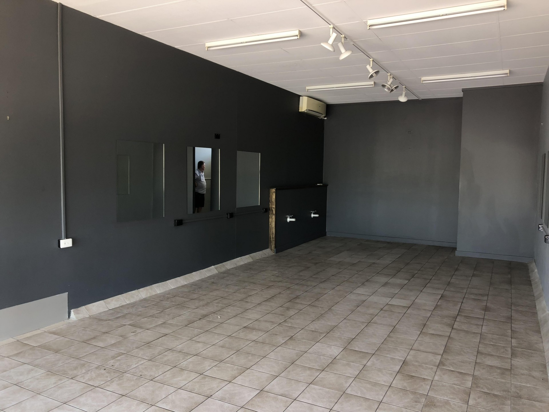 MOTIVATED OWNER - 65m2 SHOP VACANT & READY TO GO!