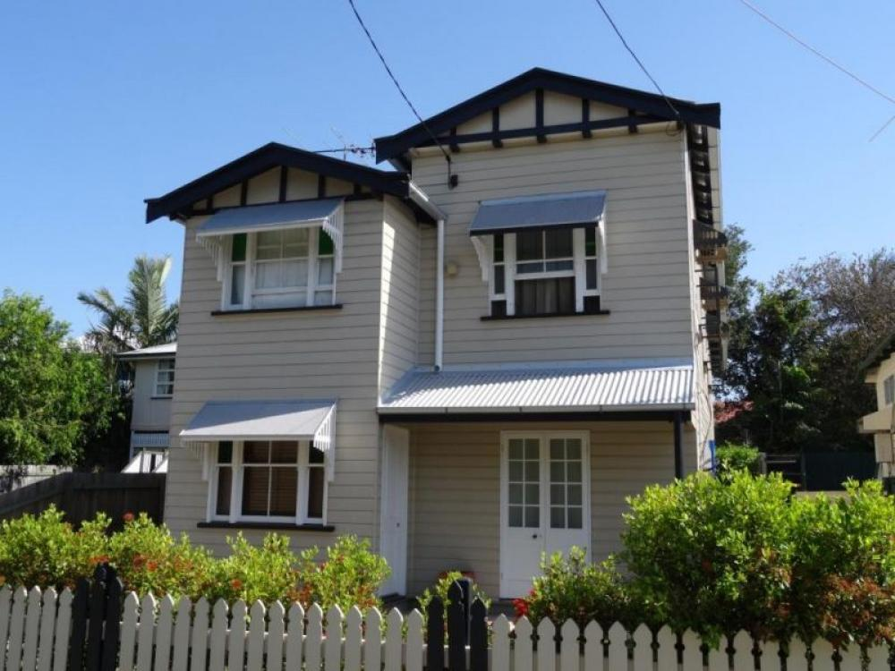 Two Bedroom Fully Renovated Granny Flat - Wynnum **Electicity & Water Included**