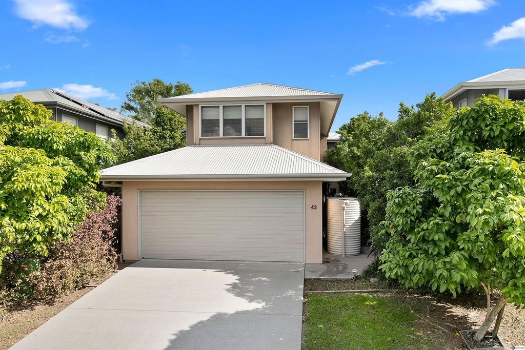 'Freestanding Town-home in Woodgrove Complex'