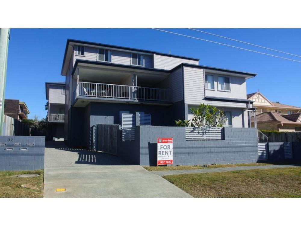 Three Level Townhouse in a Prime Carina Location