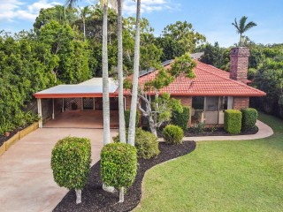 View profile: 805m2 Block – Handy Location – Lovely Home