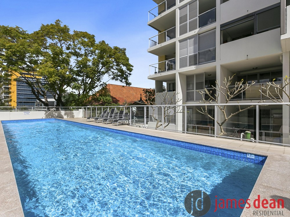 Terrific Value - Inner City Apartment With Pool