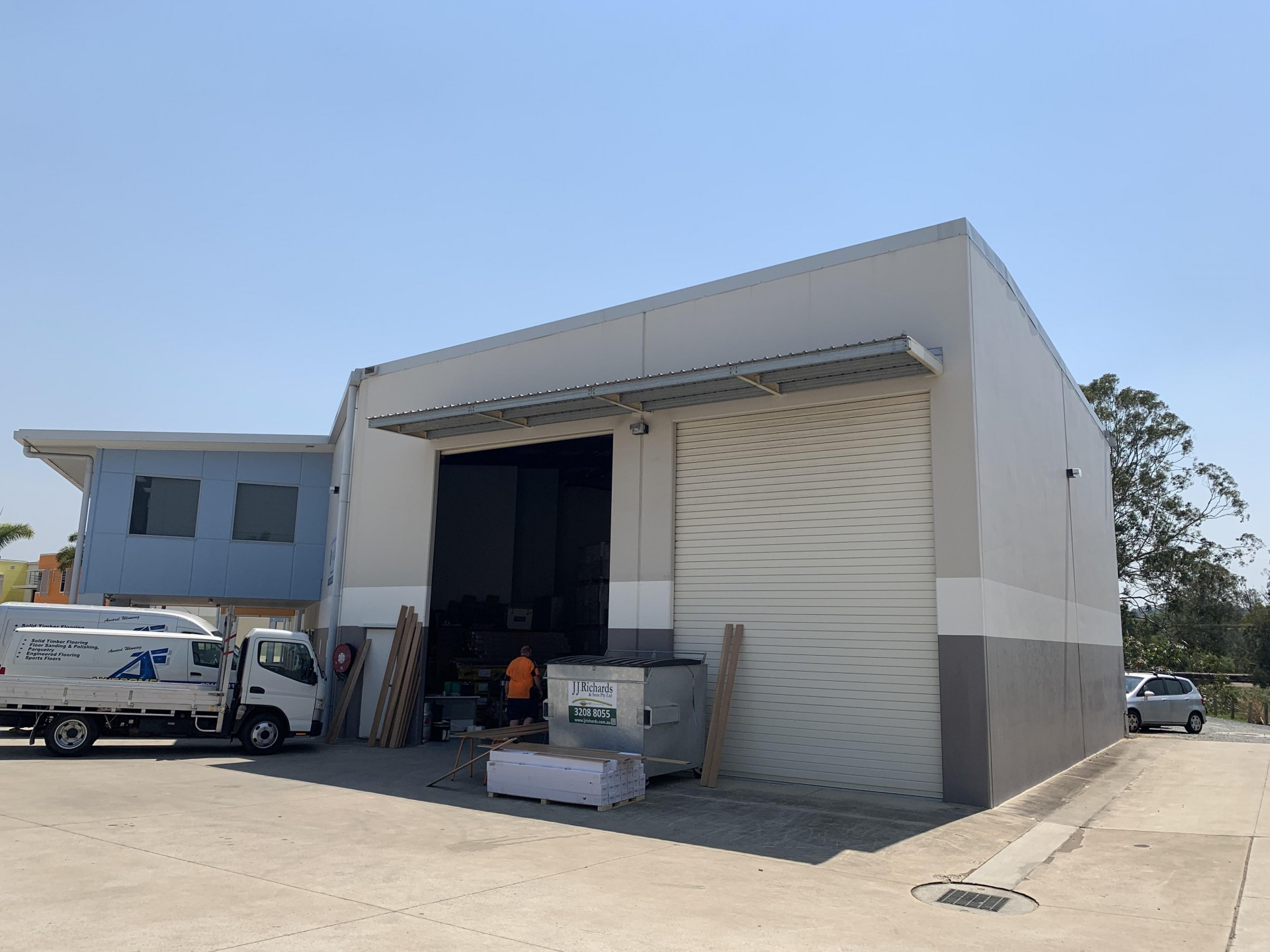 432sqm* Tilt Slab Office/Warehouse - Mansfield