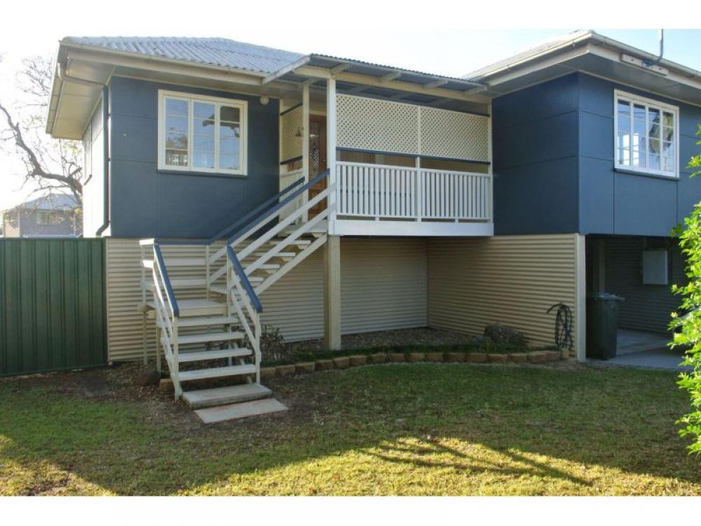Air Con In Each Room - Ultra Convenient Wynnum West Location