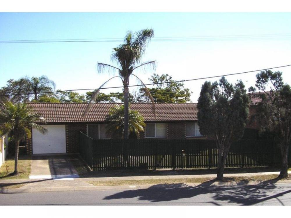 Three Bedroom Belmont Home With Air Conditioning - Convenient Belmont Location