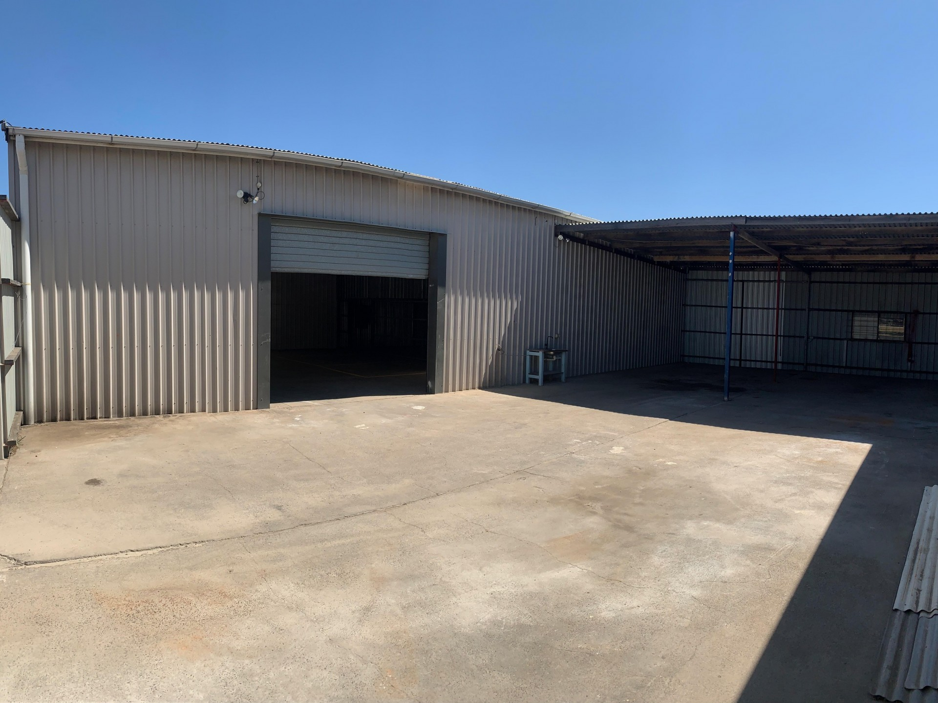 400sqm* Office Warehouse + 200sqm* Secure Hardstand with Awning