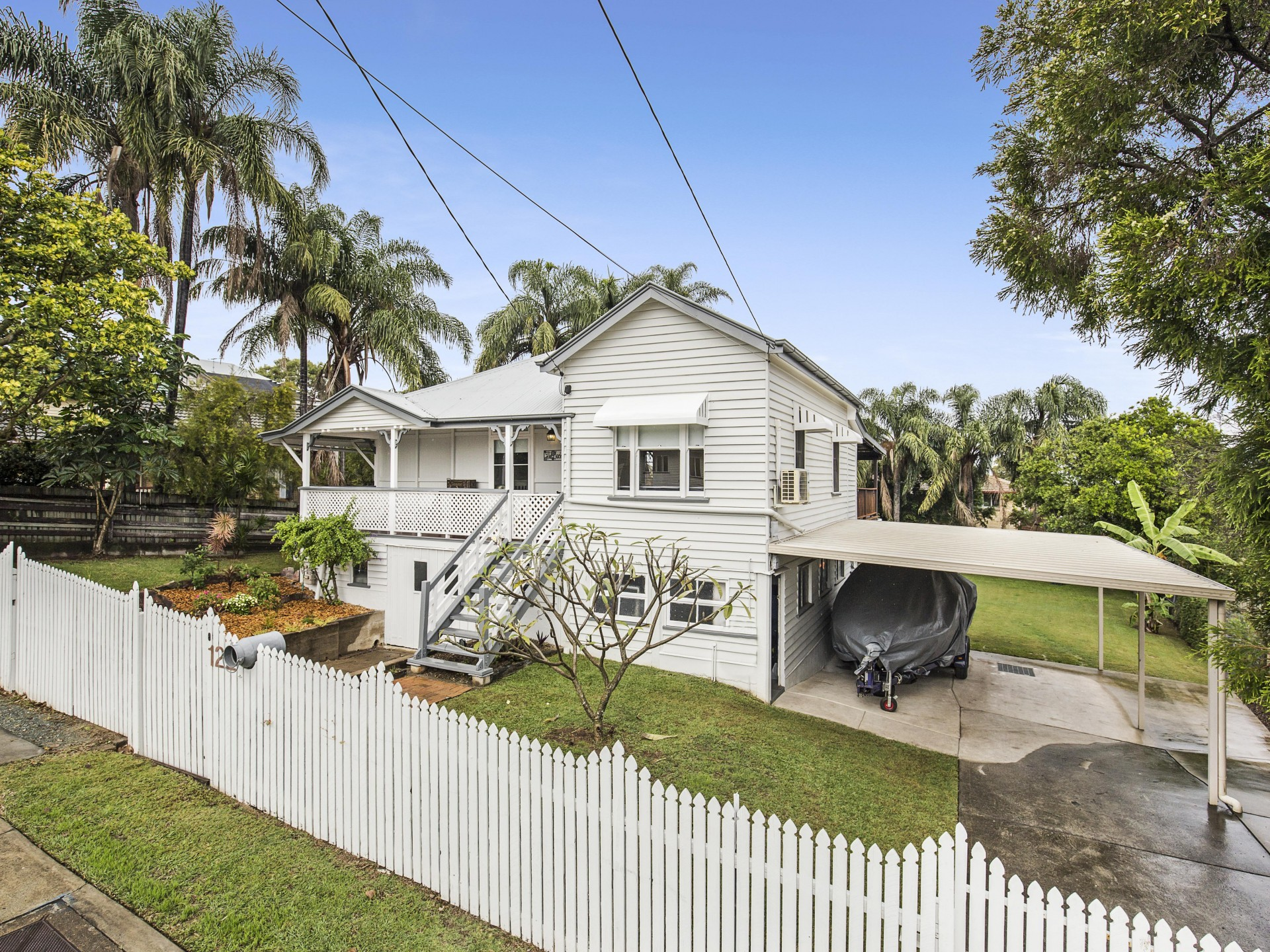 'Charming Queenslander on Huge Block'
