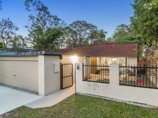 View profile: Great Location - Air Con in all 3 Bedrooms!