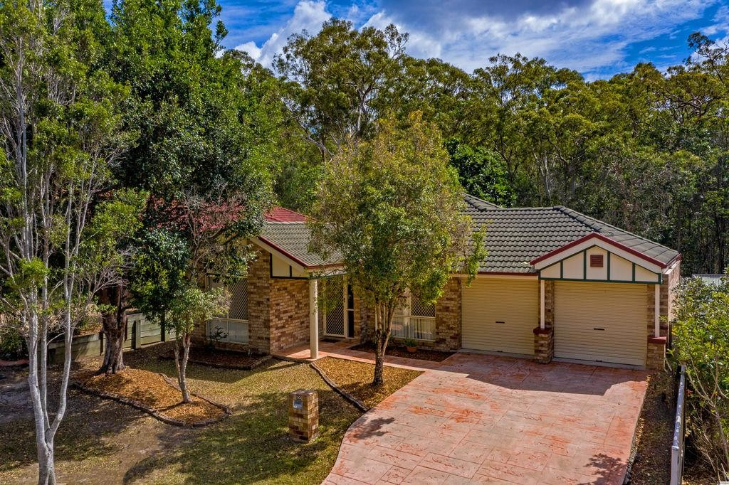 Well Presented Family Home Backing on to Peaceful Bushland