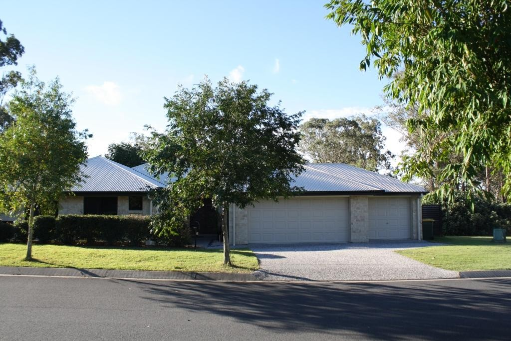 Executive Family Home with 3 Bay Garage and Side Access