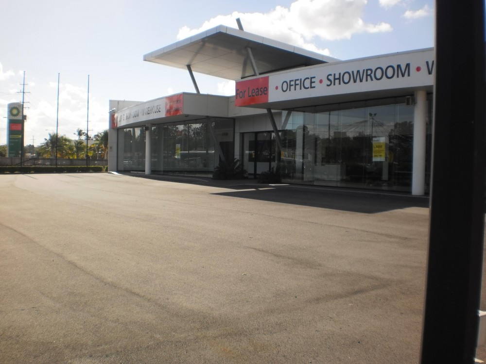 LARGE SHOWROOM IN CENTRAL CAPALABA